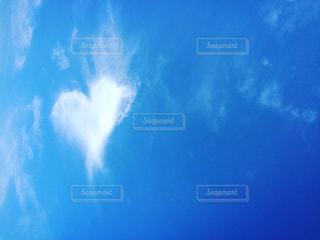 空,屋外,雲,青空,見上げる,ハート,ハートマーク,のんびり,まったり,マーク,ハート雲