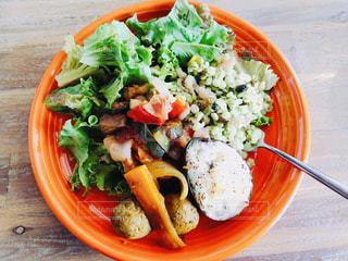 ブロッコリー入りの食べ物の皿の写真・画像素材[2506466]