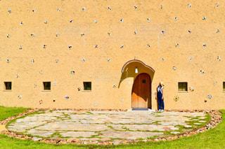建物,夏,茶色,アート,草,壁,岐阜,モザイクタイルミュージアム,ミルクティー色