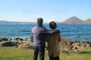 絶景,カップル,屋外,湖,青空,旅行,夫婦,綺麗な空,洞爺湖,日中,お天気,雲と空,春空