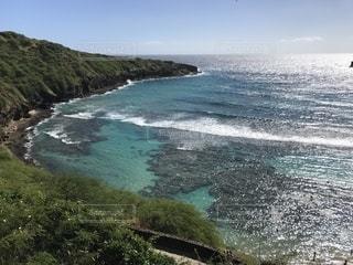 水域の隣の砂浜の写真・画像素材[2379004]