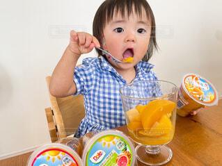 子ども,食べ物,屋内,ジュース,フルーツ,赤ちゃん