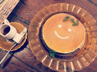 スイーツ,カフェ,コーヒー,パンケーキ,笑顔,ベージュ,ニコニコ,ミルクティー色