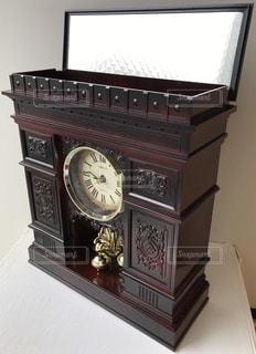 インテリア,茶色,時計,鏡,置物,凱旋門,パリ,ミラー,ブラウン,振り子時計,ダークブラウン,こげ茶,置時計,焦げ茶,回転振り子時計,暗い茶色