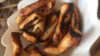 食べ物,食事,ランチ,茶色,パン,おやつ,甘い,食パン,調理,ブラウン,砂糖,お焦げ,焦げ,ラスク,お砂糖,カリカリ,マーガリン,ひと口サイズ,ひと口おやつ,短冊切り
