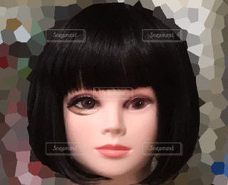 フェイスマネキンの半顔メイクの写真・画像素材[2000993]