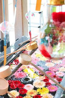 かわいい花手水舎の写真・画像素材[2381313]