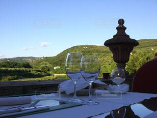 イタリアのヴィラのテラス席での夕食の写真・画像素材[3062017]