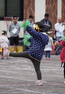 春,緑,晴れ,女の子,運動会,カチューシャ,ボンボン,園庭,お遊戯,初めての運動会,手作りハチマキ