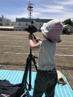 屋外,後ろ姿,撮影,女の子,運動会,グランド,ビデオカメラ