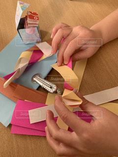 ピンク,カラフル,茶色,子供,女の子,書類,ベージュ,折り紙,紙,グリップ,バネ,データ,びっくり箱,ペーパーワーク,組み紙