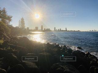 自然,風景,海,ビーチ,晴れ,晴天,散歩,水面,逆光,浜辺,旅行,お出かけ,休暇