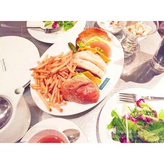 カフェ,食事,ランチ,ハンバーガー,サラダ,cafe,休日,ポテト,Brooklynparlor