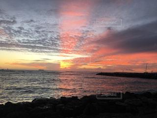 神秘的な夕日の写真・画像素材[2370956]