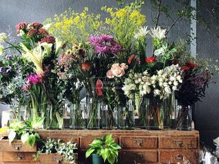 花いっぱいのフラワーカフェの写真・画像素材[1931831]