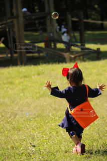 公園,芝生,魔女の宅急便,晴れ,青空,散歩,女の子,シャボン玉,お散歩,仮装,キキ