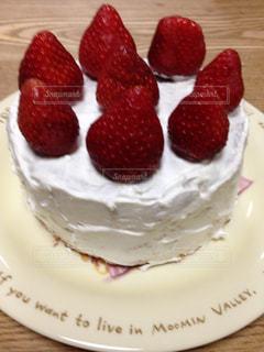 ゴロゴロいちごの手作りショートケーキの写真・画像素材[1980085]