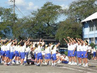 子供,小学生,校庭,運動会,小学校,チーム,気合い,学校行事,一致団結