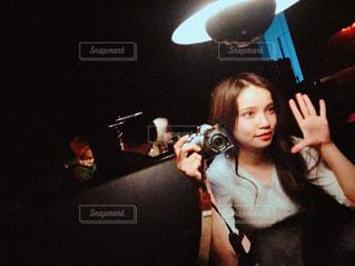 カメラ,自撮り,屋内,反射,鏡,セルフィー,美術館,ミラー,一眼レフ,ミラーレス,暗やみ