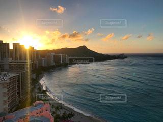 ハワイの朝日の写真・画像素材[2010126]