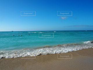 ハワイの青い海と空の写真・画像素材[2011163]