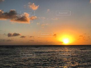 ハワイの夕日の写真・画像素材[2013542]