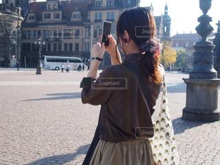 女性,ファッション,屋外,海外,人物,人,旅行,服,古着,携帯電話
