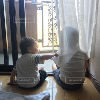 子ども,後ろ姿,日常,赤ちゃん,幼児,兄弟,成長,何気ない日々