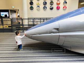 屋内,電車,後ろ姿,背中,人,後姿,男の子,新幹線,博物館,1歳