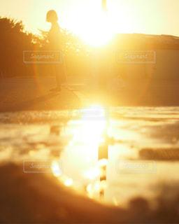 夕焼けフレアの写真・画像素材[2210914]