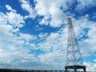 夏空と鉄塔の写真・画像素材[2260415]