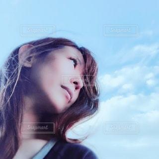 女性,空,自撮り,屋外,雲,青空,人物,セルフィー,人,休日,休み,ノーメイク,日中,オフ,オフショット,セルフショット