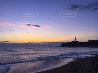 朝焼け灯台の写真・画像素材[2329297]