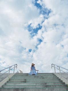 登る青空の写真・画像素材[2411472]