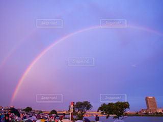 夕立後の虹の写真・画像素材[2507726]