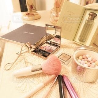 屋内,室内,香水,可愛い,美容,お洒落,コスメ,化粧品,チーク,ドレッサー,グロス,チークブラシ,メイク用品,アイシャドー
