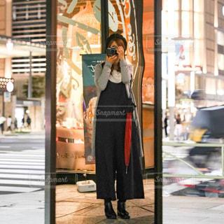 女性,ファッション,自撮り,屋外,黒,街,ベレー帽,都会,人物,セルフィー,人,コーディネート,コーデ,ブラック,履物,ショートブーツ,黒コーデ