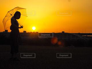 夕焼けシルエットの写真・画像素材[2857165]