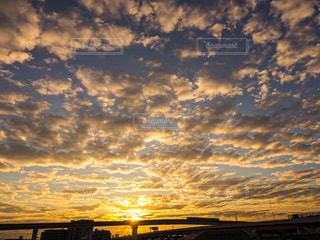風景,空,屋外,太陽,朝日,雲,電車,高架,光,朝焼け,朝陽