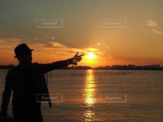 夕陽をバーンの写真・画像素材[2938502]