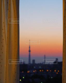 リビングから望む夕暮れの写真・画像素材[3314422]