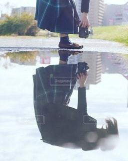 傘を持っている人の写真・画像素材[3378872]