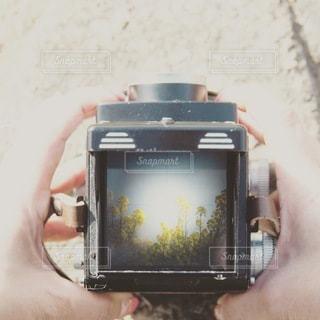 携帯電話を持つ手の写真・画像素材[3378877]