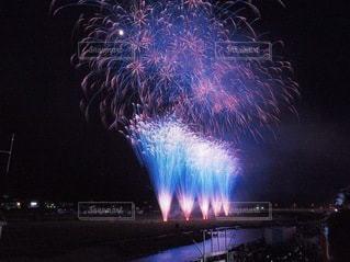 夜空の花火の写真・画像素材[3609466]