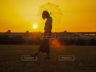夏の夕暮れの写真・画像素材[3670340]