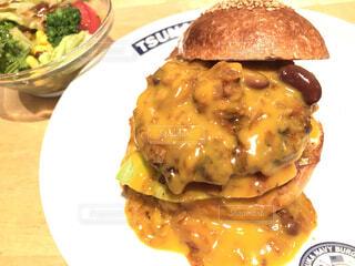 食べ物の皿の写真・画像素材[3916508]