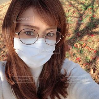 眼鏡をかけている女性のクローズアップの写真・画像素材[3958907]