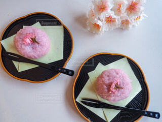 皿の上のケーキの写真・画像素材[4330918]