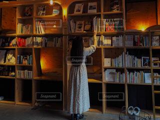 本棚のある部屋の写真・画像素材[4564080]