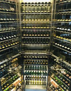 ホテルのワイン棚の写真・画像素材[2093244]